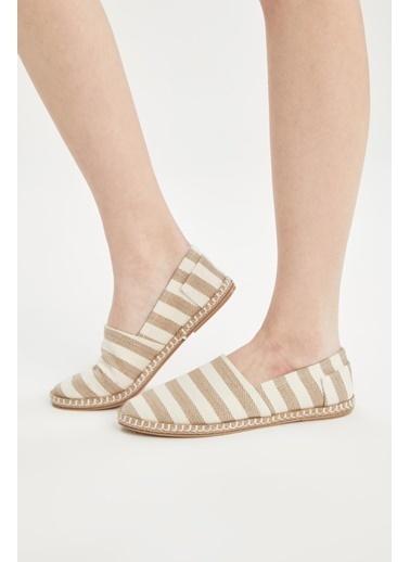 DeFacto Çizgi Deseli Hasır Tabanlı Sandalet Bej